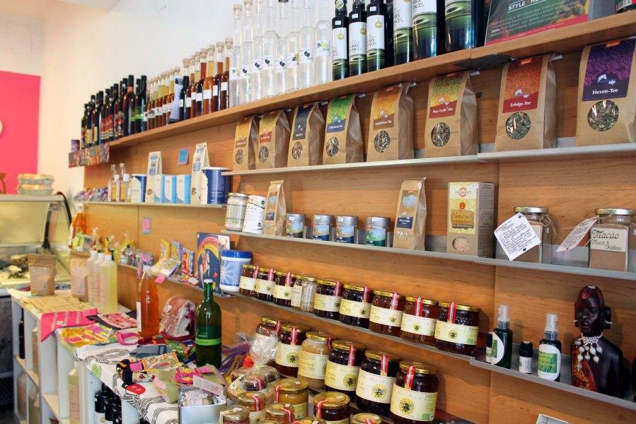 Das Bauernladen-Sortiment stammt von regionalen Betrieben und teilweise auch vegan.