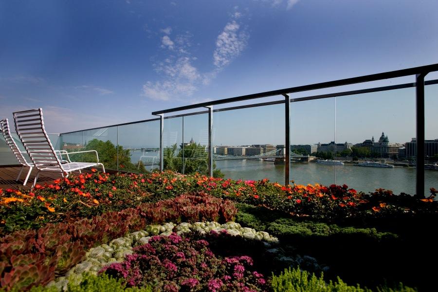 Der Blick auf die Donaustadt ist auch vom Zimmer aus gegeben.