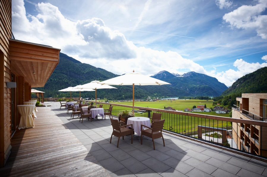 Von der Terrasse aus kann man das herrliche Tal-Panorama genießen.