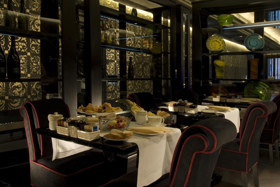 Auch das Restaurant verbindet klassische Architektur mit modernem Design.