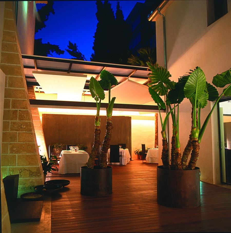Convent-de-la-missio-palma-mallorca-patio interior de noche