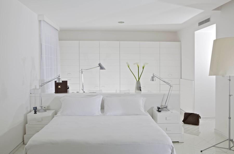 Die Zimmer sind hauptsächlich weiß gehalten.