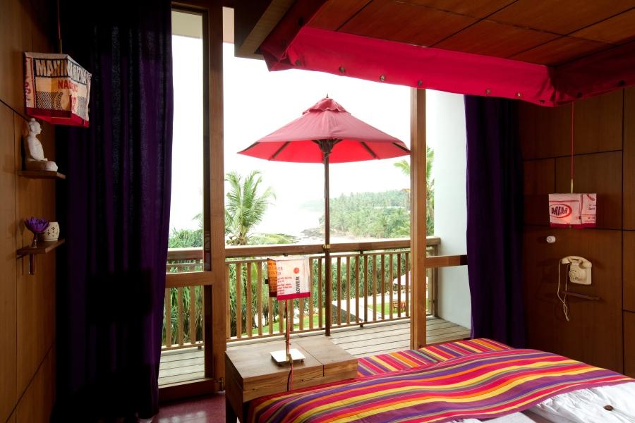 room pool bedroom2