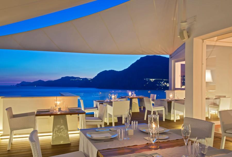 Der spektakuläre Ausblick des Restaurants macht dessen Besuch zu einem besonderen Erlebnis.