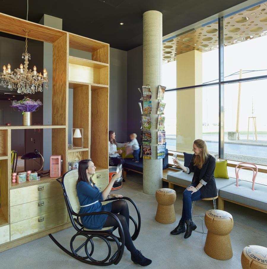 Auch in der Lobby treffen Tradition und Moderne aufeinander. (c) Kurt Hoerbst