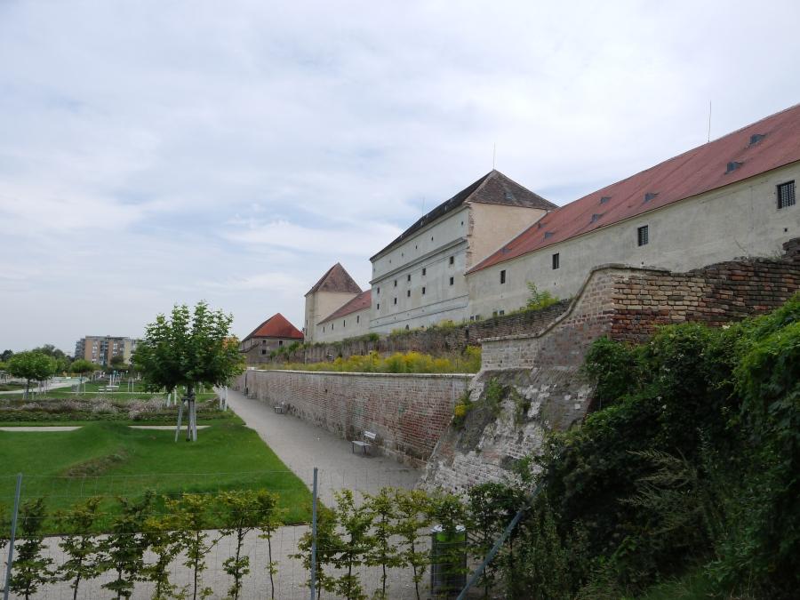 Das Schloss wurde 1569 von Maximilian II. in Auftrag gegeben. © Thomas Ledl