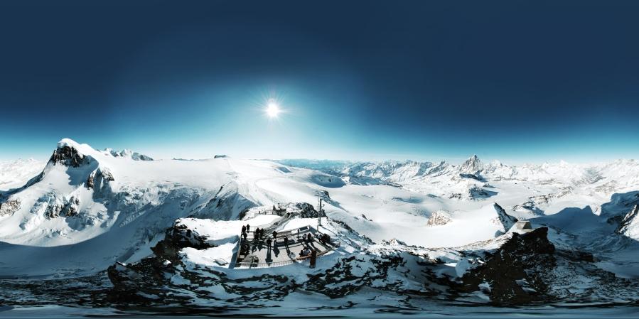 Von der höchstgelegenen Bergstation aus kann man auf 38 Alpengipfel blicken. © Zermatt Bergbahnen