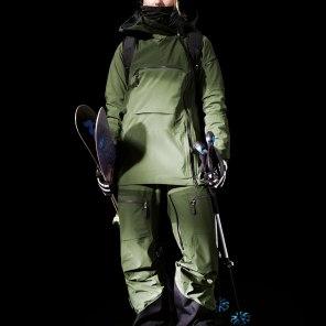 12. Skijacke und Hose für Damen von Peak Performance