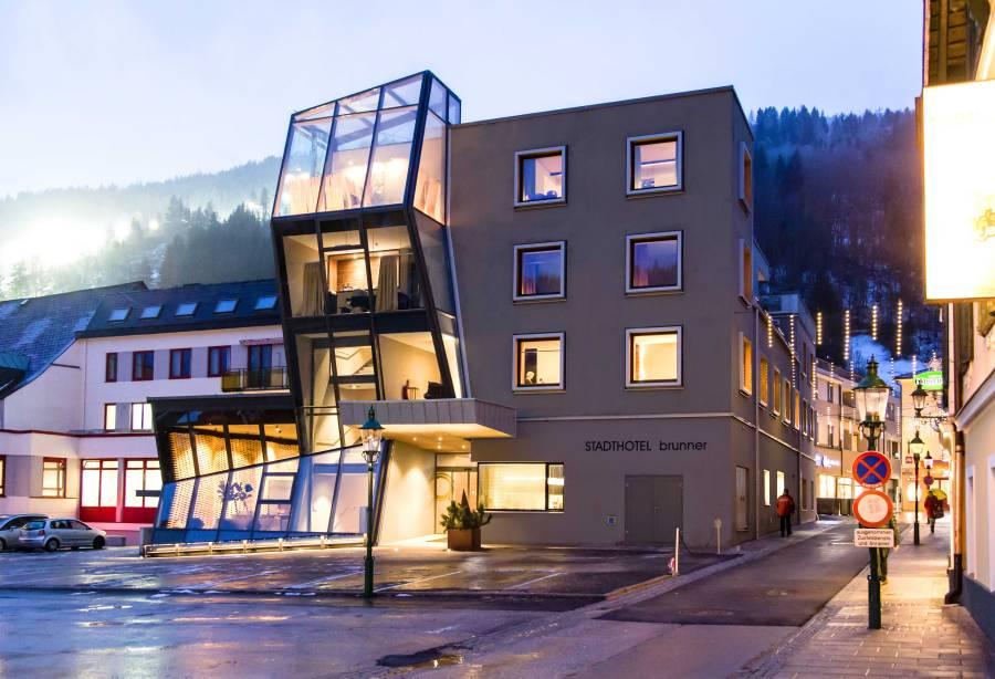 Die Glitzerpartikel-Fassade ist ein Blickfang.