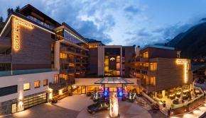 Außenansicht Bergland Hotel Sölden Ötztal Tirol Skihotel